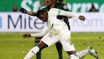 Kevin Mbabus Wolfsburg stellte Breel Embolo und Mönchengladbach ein Bein
