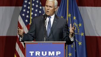 Mike Pence stellt Trump an einer Versammlung in seinem Bundesstaat Indiana vor.
