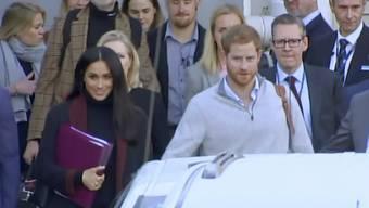 Prinz Harry und seine Frau Meghan sind am Montag zum Auftakt einer zweiwöchigen Reise durch die Pazifikregion in Australien gelandet.
