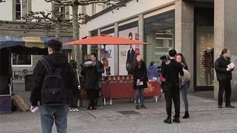 Scientologen sind mit ihren Verkaufsständen in der Altstadt präsenter alsprofessionelle Fundraiser.
