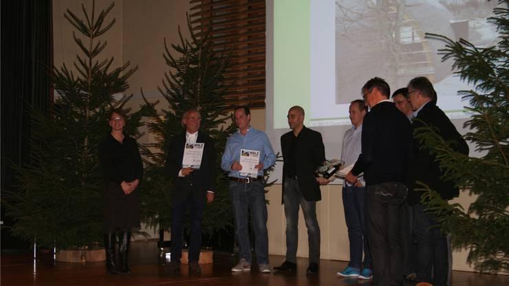 Architekt Guido Kummer und sein Team werden für den Neubau der Seilbahnstation in Oberdorf mit dem Sonderpreis «Holz-SO stark!» geehrt.