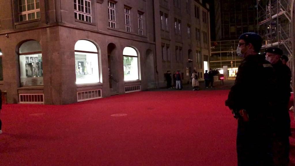 Trügerische Ruhe: Jugendliche auch gestern auf Rotem Platz