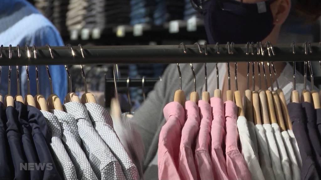 Geschäfte setzen auf Frühlingsmode: Trotz hohem Verlust gibt es keine Rabattschlacht