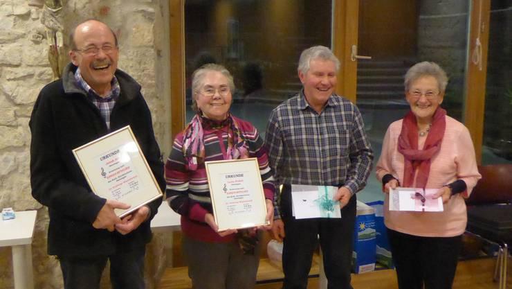 die neuen Ehrenmitglieder (40 Jahre Mitglieder) Lucie Probst und Jakob Arn, sowie für 30 Jahre Gritli Meister und Stephan Hengartner