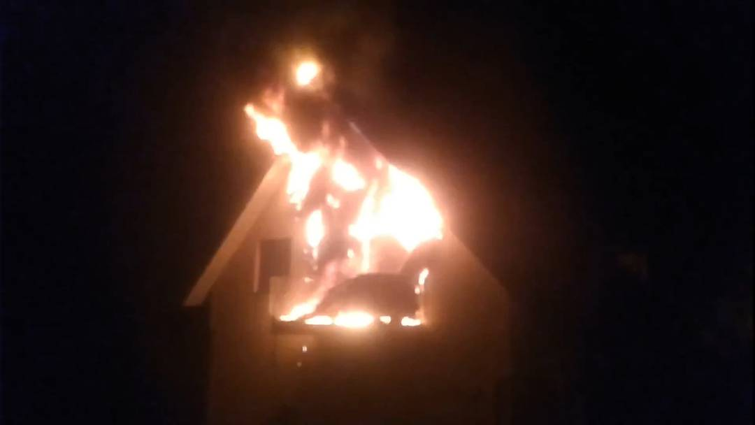 Mehrfamilienhaus-Brand in Safenwil fordert eine Verletzte