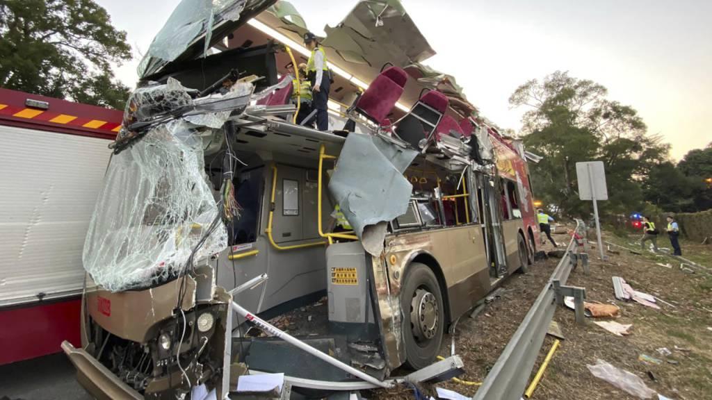 Der vollständig zerstörte Bus, in dem sechs Menschen starben.