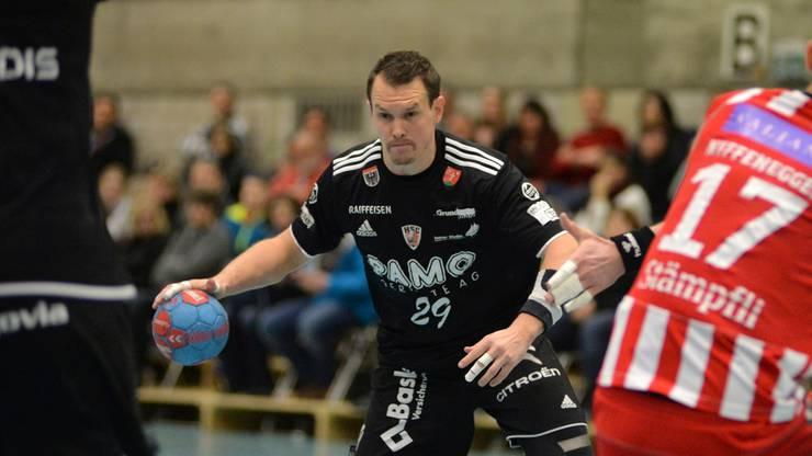 Der Aargauer Spielmacher Misha Kaufmann konnte gegen sein früheres Team BSV Bern nicht viel ausrichten.
