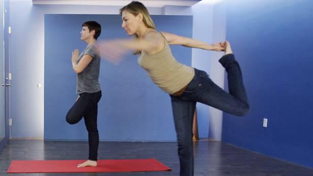 Auch Yoga wird an der Volkshochschule angeboten Symbolbild