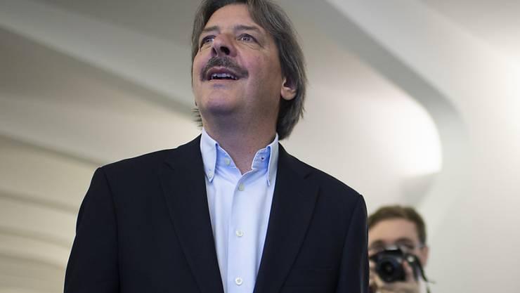 Paul Rechsteiner (SP) freut sich über die Wiederwahl in den Ständerat. Der Angriff der SVP auf den Bisherigen ist gescheitert. Neben Rechsteiner wurde auch Benedikt Würth (CVP) im zweiten Wahlgang wiedergewählt.