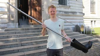 Robin Byland konnte den beschädigten Stiefel für das Kunstmuseum wieder in Empfang nehmen.