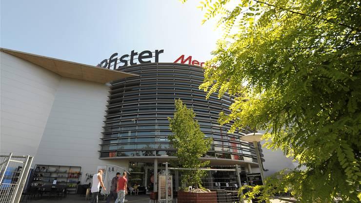Möbel Pfister schliesst in Basel und baut in Pratteln (Foto) aus. Für den Baselbieter Wirtschaftsförderer ist das kein Grund zum Jubeln.mto