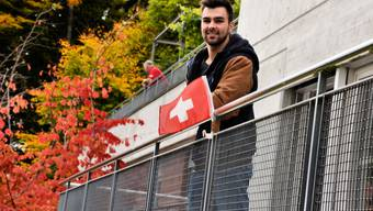 WM-Fahrer Oliver Hegi auf dem Balkon des Schachenmannhauses in Magglingen.