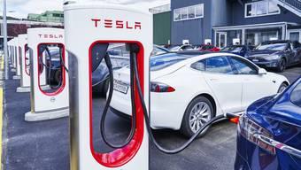 Eröffnung Tesla Super-Charger in Dietikon
