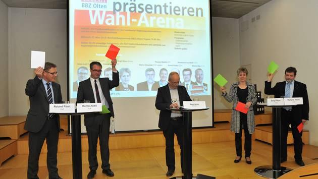 Atomausstieg bis in 40 Jahren? – Von den vier Regierungsratskandidaten sagten Brigit Wyss und Roland Heim (rechts) Ja, Remo Ankli Nein und Roland Fürst (links) zog den Joker.