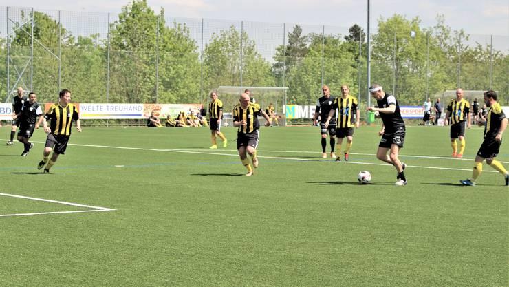 Nostalgie-Event auf dem neuen Kunstrasen Petar Aleksandrov drückt ab zum 10 für die FC Aarau Legenden.