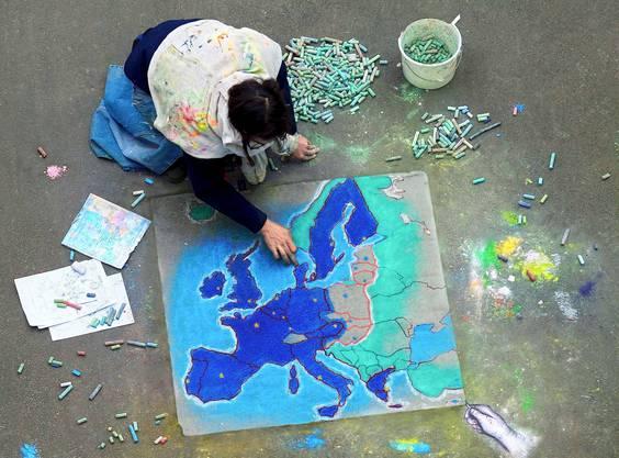 2005 – Ja zur Osterweiterung: Am 25. September 2005 stimmte die Bevölkerung ab über die Ausdehnung des Freizügigkeitsabkommens auf die zehn neuen EU-Mitgliedstaaten. Die EU hatte diese 2004 aufgenommen und kam mit den 15 alten Staaten neu auf 25 Mitglieder. 56 Prozent sagten in der Schweiz Ja zu dieser Erweiterung. Am 8. Februar 2009 hiess die Bevölkerung auch die Ausdehnung der Personenfreizügigkeit auf Bulgarien und Rumänien gut, mit 59,62 Prozent Ja.
