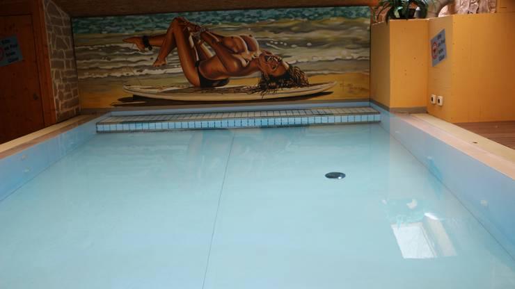 Der Wellnessbereich ist unter anderem mit einem Pool ausgestattet.