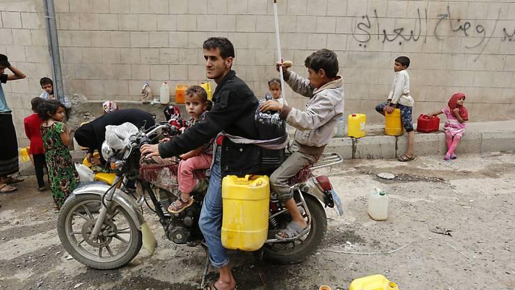 Zugang zu Trinkwasser ist in Konfliktgebieten - so wie hier im Jemen - oft eine Herausforderung für die Bewohner (Archiv).