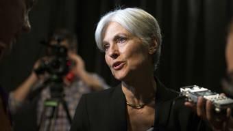 Jill Stein beantwortet nach einer Wahlkampf-Veranstaltung in Oakland, Kalifornien Fragen von Journalisten.