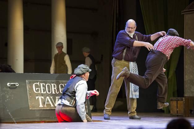 Die Fricktaler Bühne bringt mit dem Musical «My Fair Lady» erfolgreich junges Leben in den alten Bahnhofsaal.