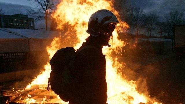 Viele Feuerwehrleute kamen an die Gemeindeversammlung. (Symbolbild)