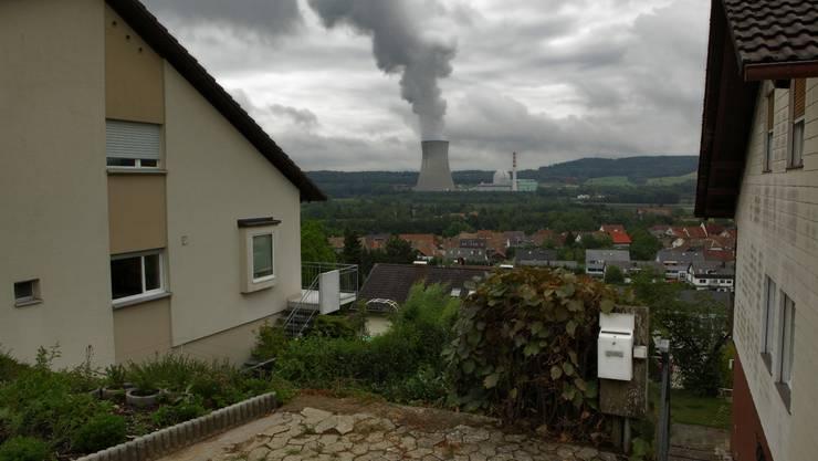 Wohnen im deutschen Dogern mit Blick auf das AKW Leibstadt.  Chris Iseli