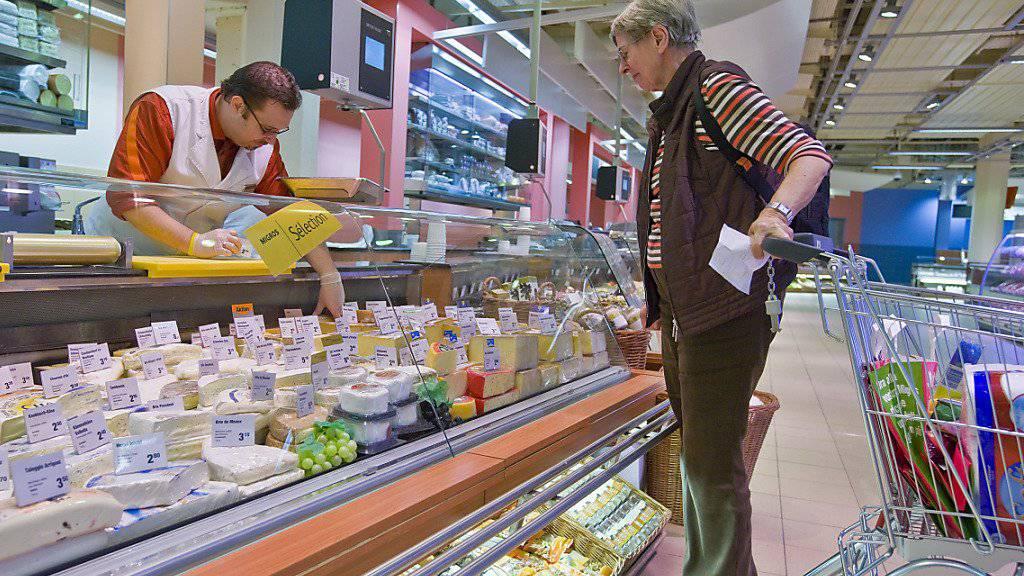 Vor allem mit Nahrungsmitteln hat der Detailhandel im Juni seine Umsätze gesteigert. (Symbolbild)