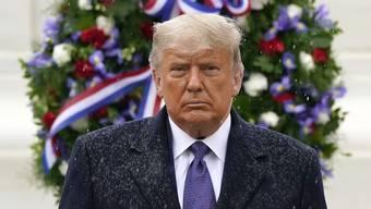 Donald Trump steht im Regen. Doch er will einfach nicht gehen.