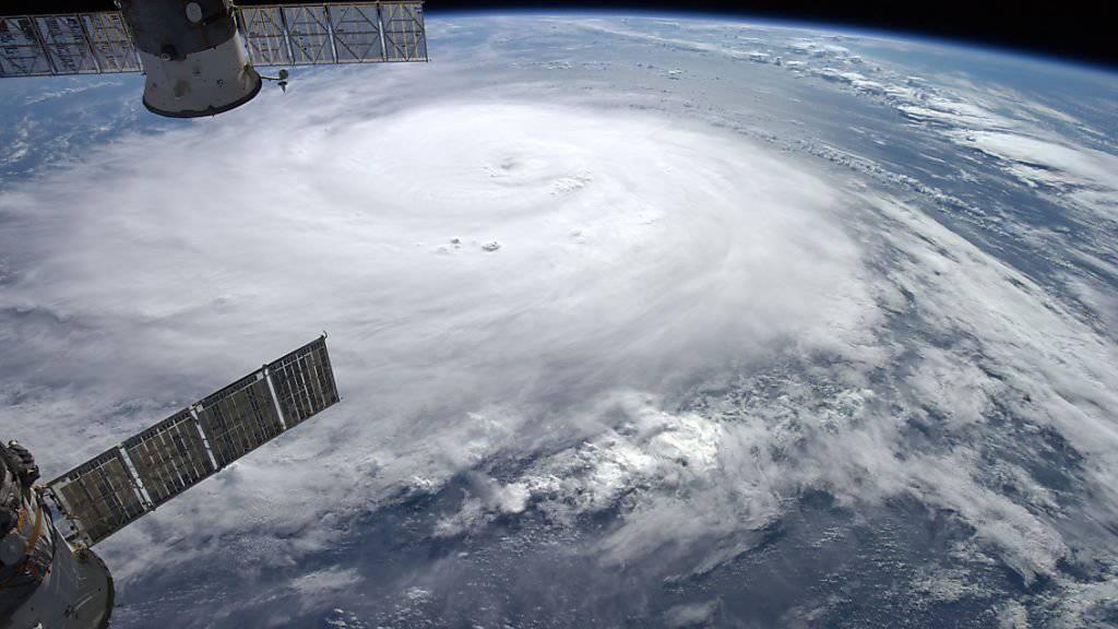 Der Ex-Hurrikan «Gonzalo» zog Ende Oktober 2014 auich die Schweiz in Mitleidenschaft. Das Satellitenbild zeigt den Sturm am 16. Oktober 2014 zwischen der Karibik und Bermuda.