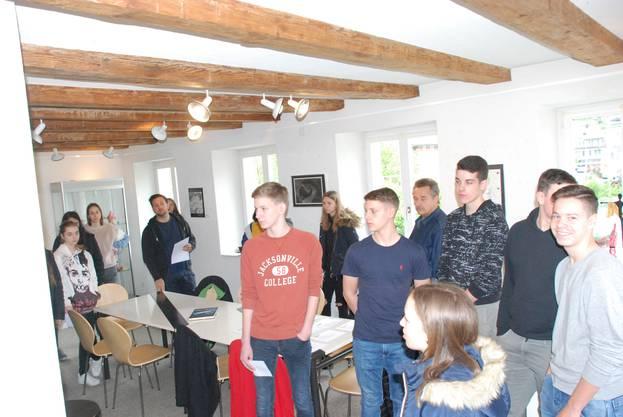 Die Klassen der Region Surbtal und Würenlingen konnten Schulführungen durch die Kunstausstellung buchen.