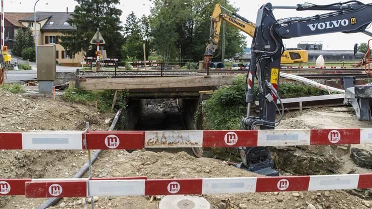 Ein neuer Durchlass für den Giglerbach wird gebaut. Das macht gehörig Lärm.