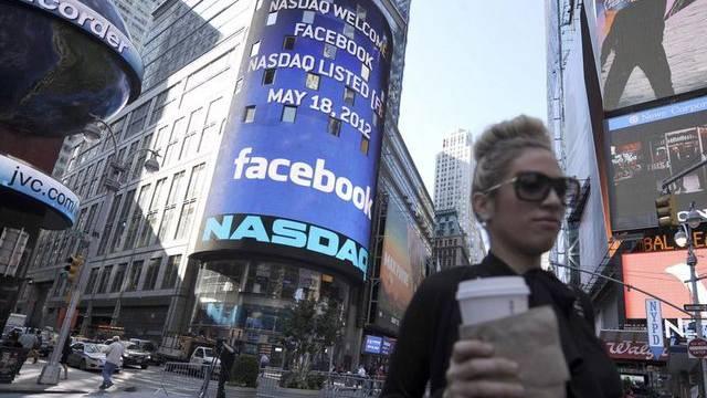 Facebook-Logo am NASDAQ-Hauptsitz in New York
