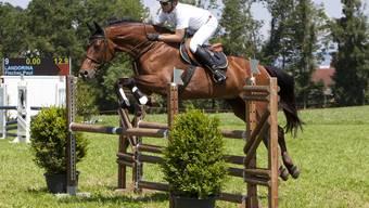 Paul Fischer und sein Pferd bei früheren Pferdesporttagen.