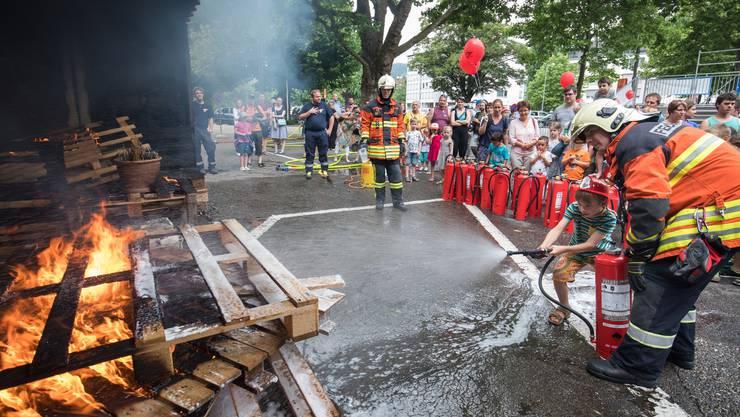Selber mal Feuerwehrmann spielen nach einer «Fettexplosion»: Auch das war am Erlebnistag auch möglich.