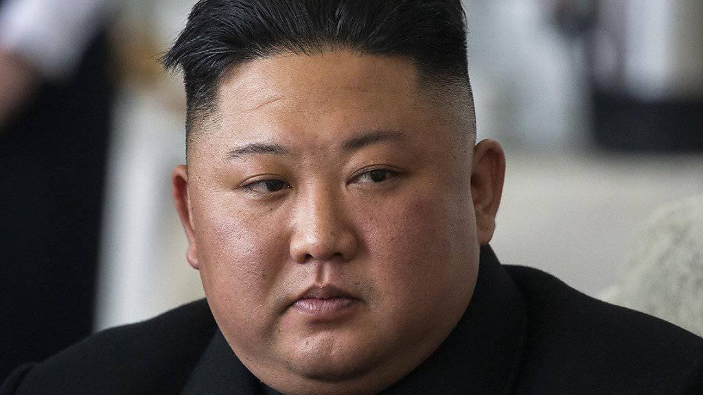 Liess am frühen Samstag Raketenwerfer und Lenkwaffen testen: Nordkoreas Machthaber Kim Jong Un. (Archivbild)
