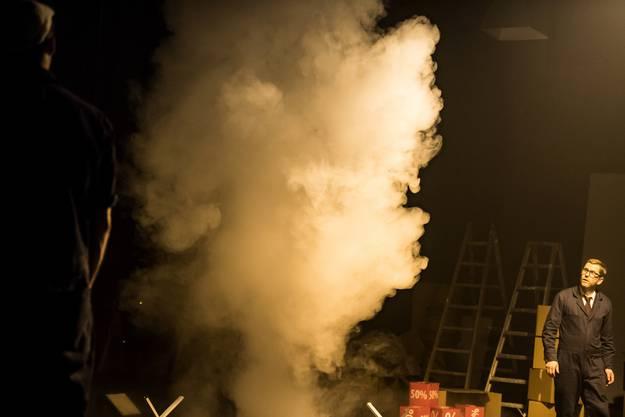 Thom Luz inszeniert«Girl From The Fog Machine Factory»
