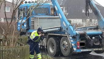 Unfallaufnahme in Windisch: Dieser Lastwagen hat das Kindergartenkind überrollt. Peter Rippstein