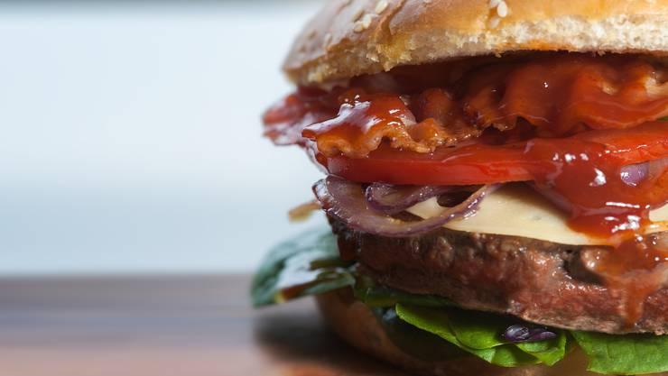 """""""Dallas Restaurant&Bar"""" hat für 15 Singapur-Dollar (etwa 9,50 Euro) einen Gipfel-Burger mit Kimchi im Angebot. (Symbolbild)"""