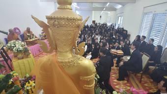Rund 250 Personen nahmen am Sonntag im waadtländischen Echallens Abschied vom verstorbenen thailändischen König Bhumibol.