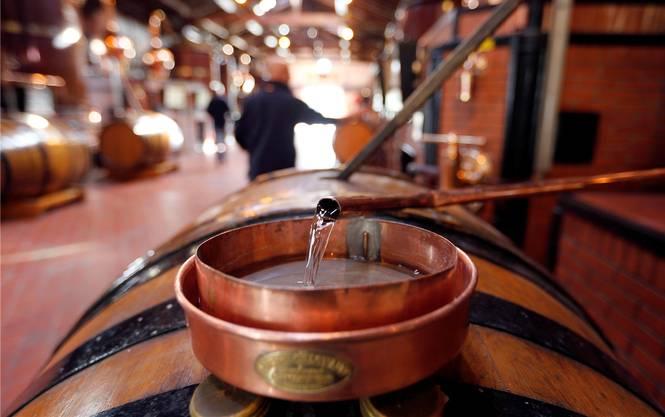 Das kostbare Destillat einer Brennerei in Cognac: Besonders in Übersee steigt der Absatz.