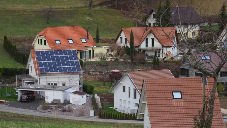 Heute dürfen Solaranlagen auf 87 Prozent der Gebäude im Aargau ohne Bewilligung installiert werden. (Symbolbild)