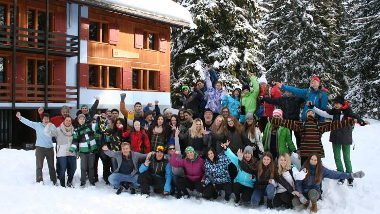 Teilnehmer/innen und Leiter/innen des freiwilligen Wintersportlagers 2014 der Kreisschule Bechburg in Bellwald
