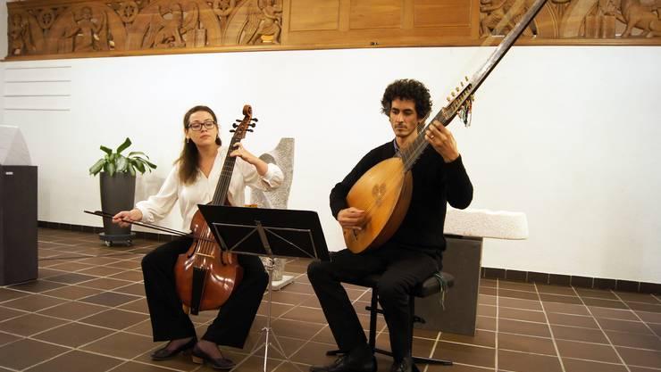 Alexandra Polin (Cello) und Ziv Braha (Theorbe).
