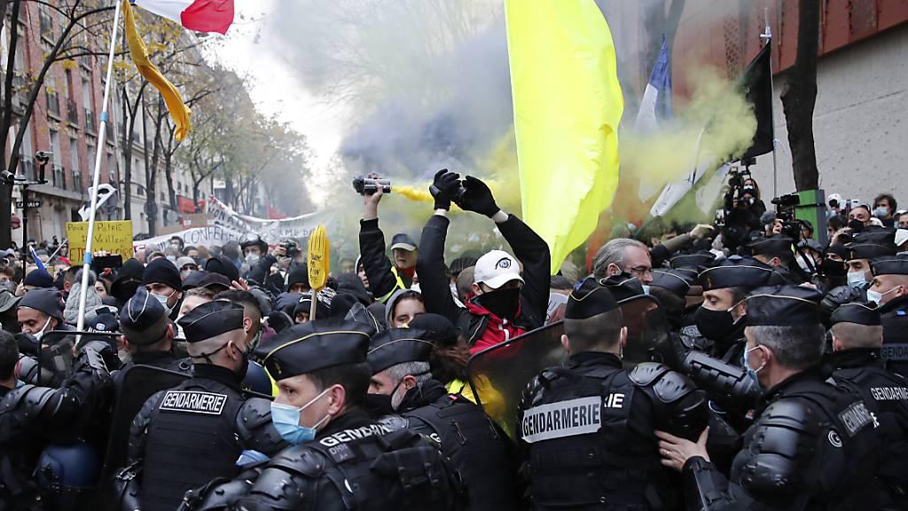 Zahlreiche Menschen bei Demo gegen Sicherheitsgesetz in Paris