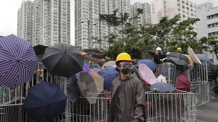 Die Demonstranten blockieren eine Strasse im Honkonger Distrikt Sha Tin.