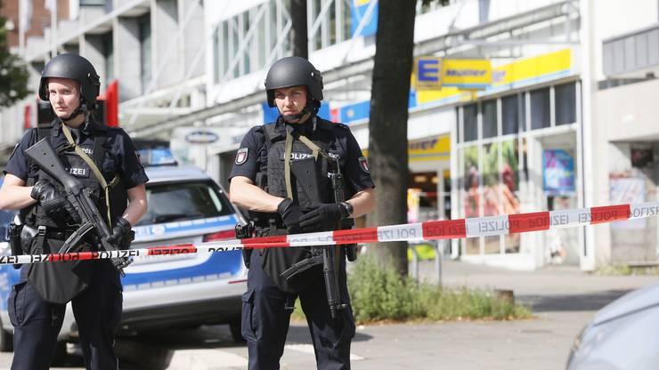 Die Polizei hat das Areal weiträumig abgeriegelt.