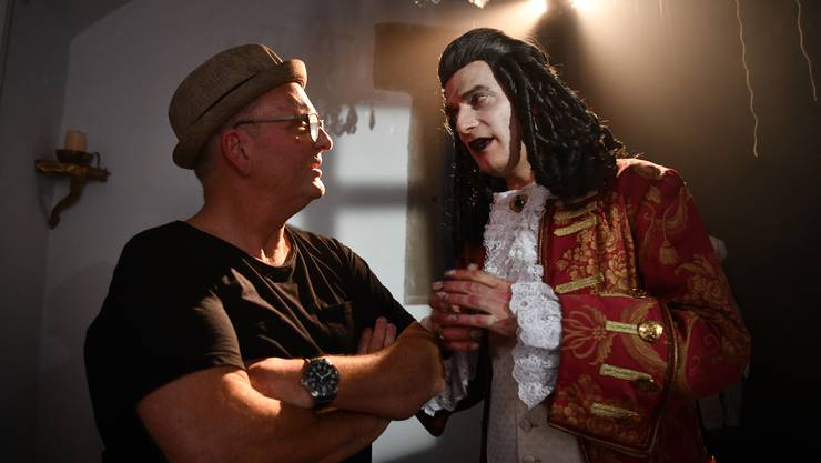 Der Regisseur und Produzent Michael-Gian Flum mit seinem Schauspieler Anatole Taubmann während der Dreharbeiten zu «Puppets».