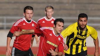 Diren Akdemir (rechts, hier gegen Muttenz) will im Derby gegen Basels U21 den Aufstieg sichern. Aeschbach