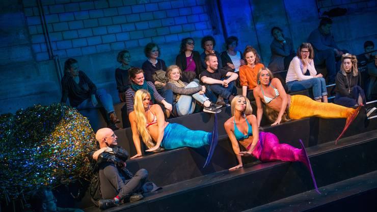 Die Performance des jungen Schauspielhauses konzentrierte sich auf die Thematik minderjähriger Flüchtlinge.
