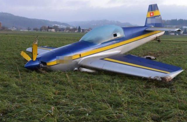 Das verunfallte Flugzeug in Holziken